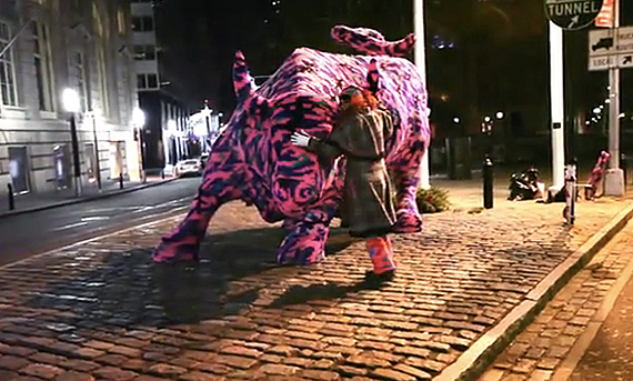 via http://www.freshnessmag.com/2011/01/10/agata-olek-%E2%80%93-wall-street-bull-sculpture-crocheted-video/